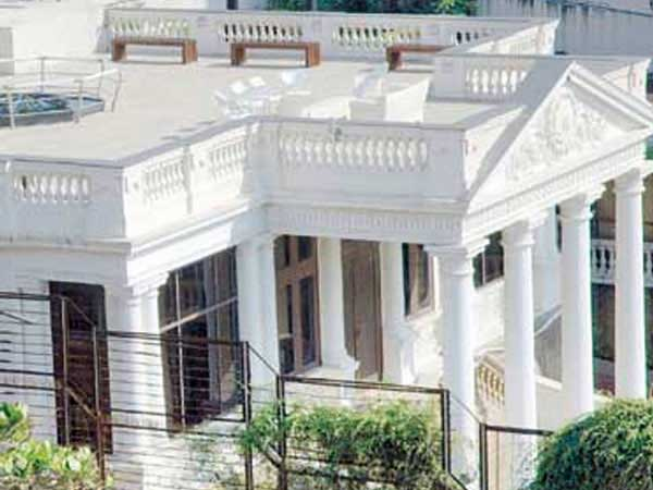 Shahrukh Khan's Mannat From Outside