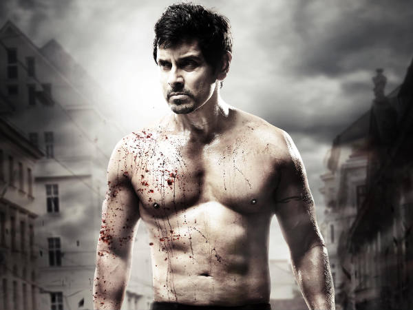 Picture: Vikram sports six-pack in Thaandavam