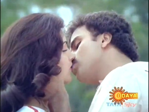 Ravichandran And Kushboo In Anjada Gandu