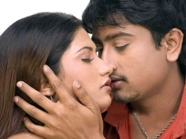 Rahul And Keerthi's Smooch Scene