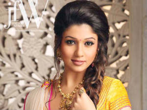 Nayantara getting dirty for Rs 2.5 crore?