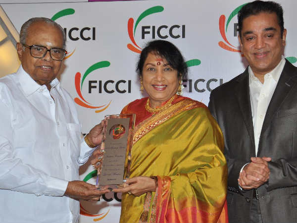 Jayanthi Being Honoured By K Balachander