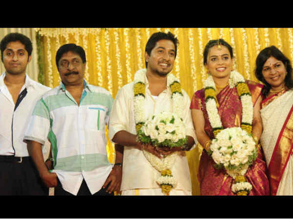Vineeth Sreenivasan with wife Divya and family