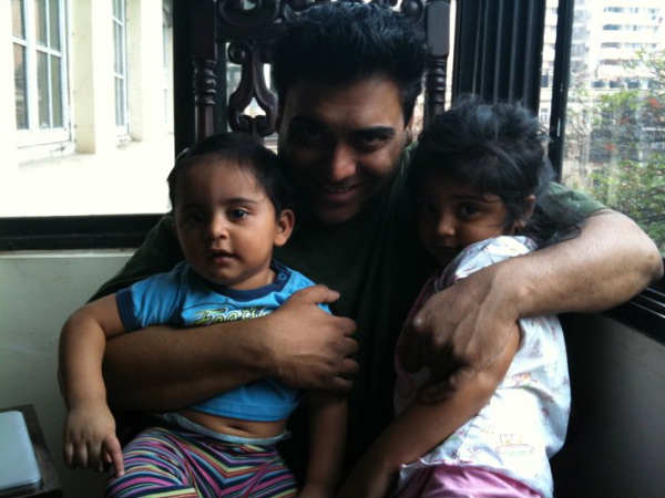 Ram With His Kids - Sia And Aks
