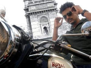 Still from Thuppakki