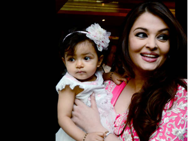 Aaradhya With Mom Ash