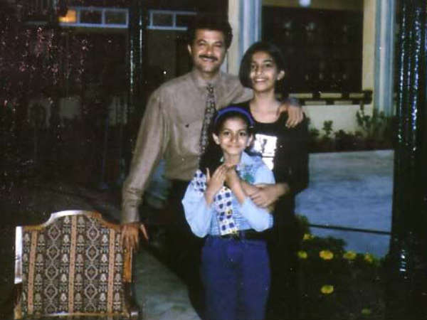 Sonam Kapoor With Father And Sister
