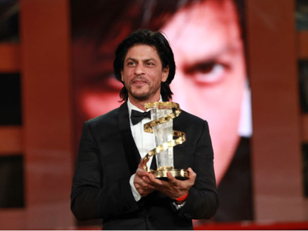 Shahrukh With Trophy