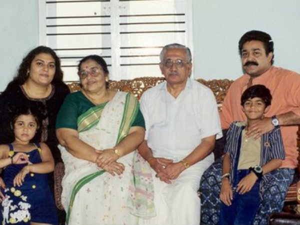 Mohanlal With Parents And Children