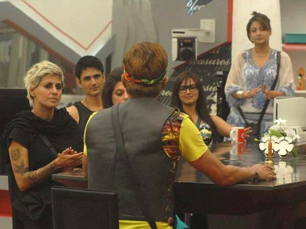 Urvashi Speaking To Bigg Boss 6 Fellow Inmates