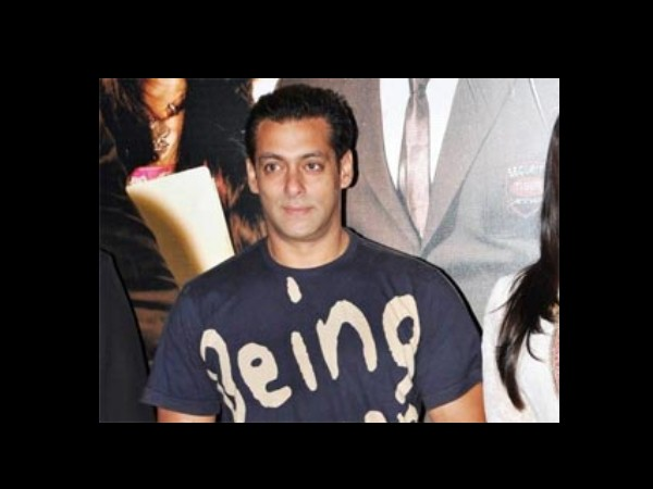 Salman Asks His Friends Not To Hug Him Tight!