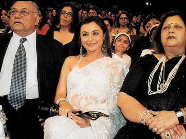 Bollywood Stars With Their Families