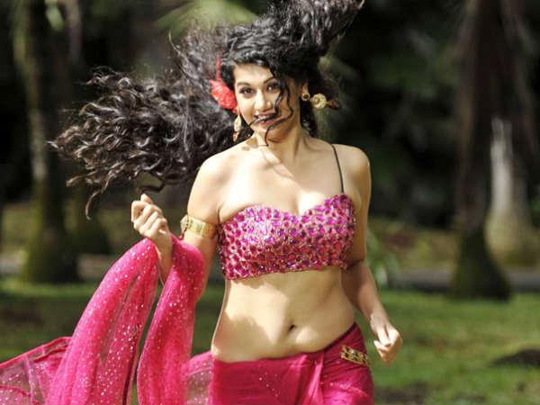 Tapasee Pannu   Kiss Scene   Chashmee Baddoor - Filmibeat