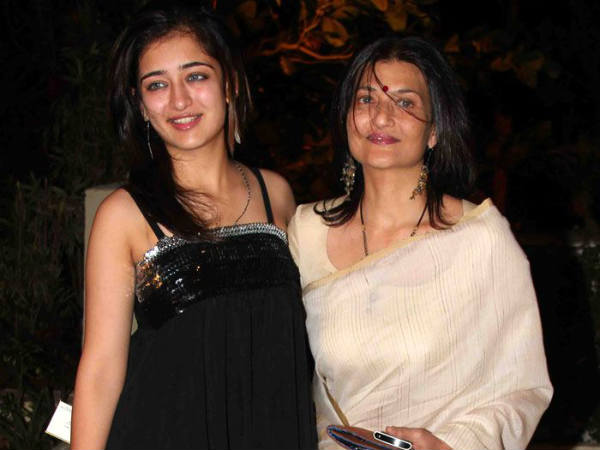 Akshara With Her Mother Sarika