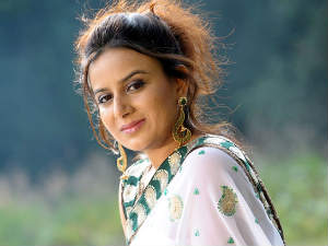 Pooja Gandhi changing loyalty again; to join BSR Congress?