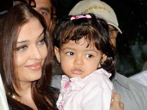 Aaradhya Bachchan with mom Ash