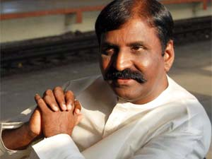 Lyricist Vairamuthu wins Ilakkiya Chinthanai Award