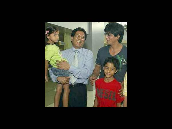 Rare and Unseen pictures of Shahrukh Khan with son Aryan ...