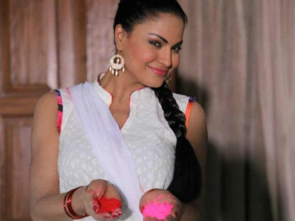 Pictures: Veena Malik converting to Hindu? - Filmibeat