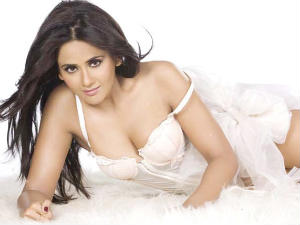 I had to forego four films for Bachchan: Parul
