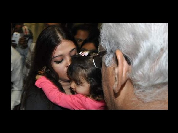 Aaradhya Bachchan With Mom Aish