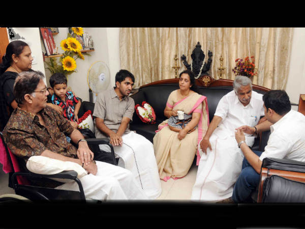 Oommen Chandy Talking To Jagathy's Son