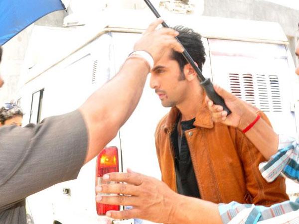 Vanity Van Of Katrina Kaif See Pictures: Ranbir-K...