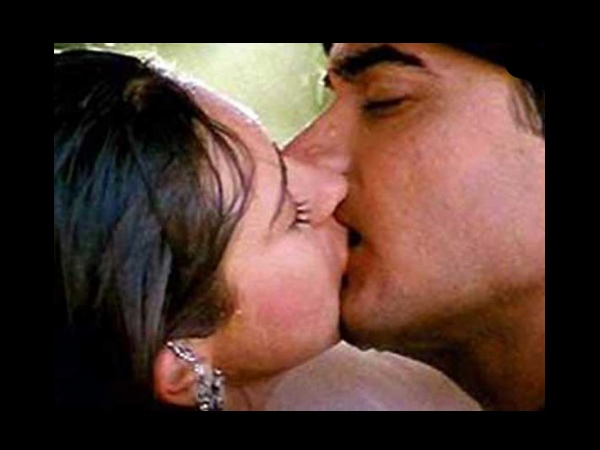 Karisma And Aamir's Minute Long Kiss
