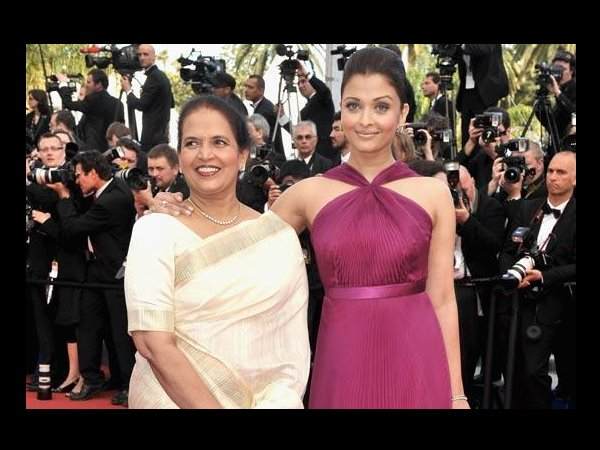Aishwarya With Her Mom