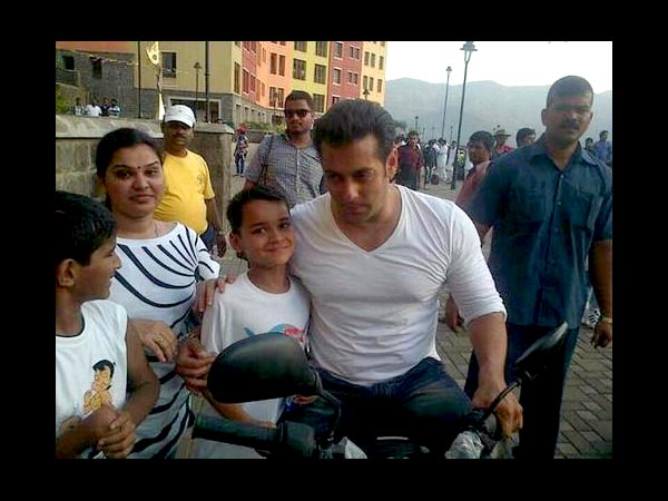 Salman With Kids