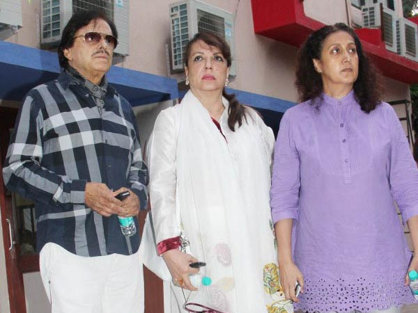 Sanjay Khan With Family