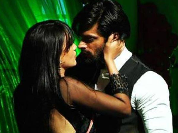 Asad And Zoya Sizzling Dance