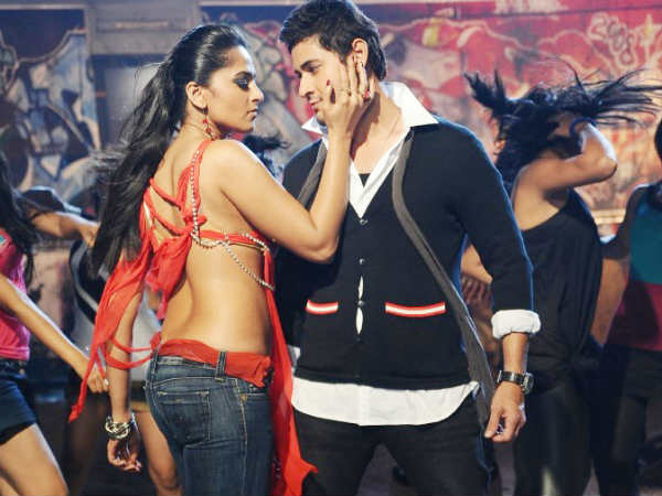 Mahesh Babu And Anushka Shetty In Khaleja