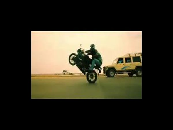 Thala Ajith's Bike Stunt In Mankatha