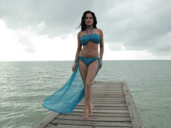 Veena Malik Giving Her Best