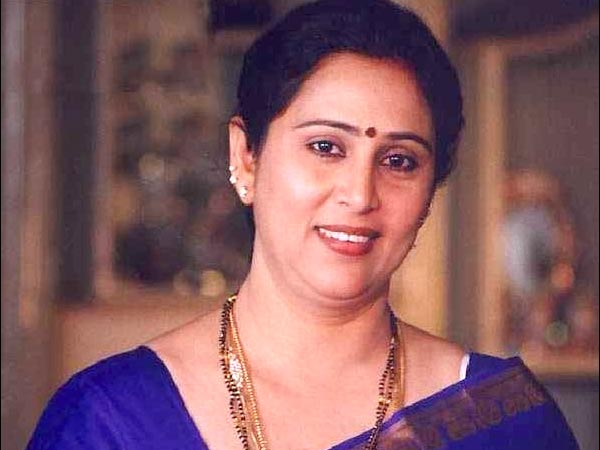 Mohanlal | Shobana | Manju Warrier | Karthika | Urvashi ...