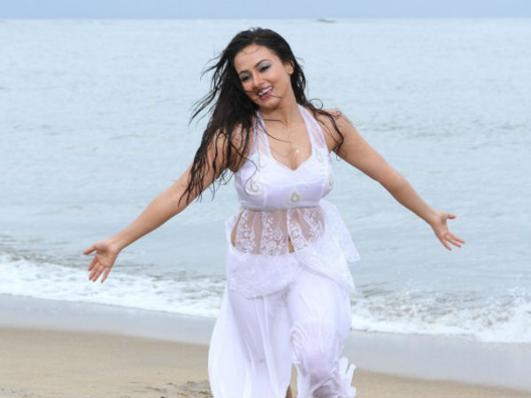 Sana Khan's Performance In Climax