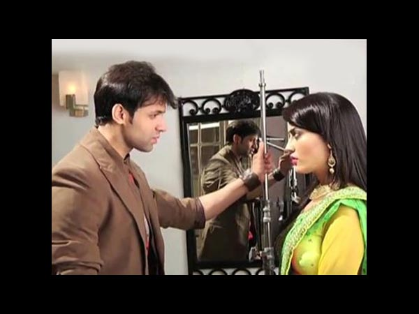 Zoya Angry With Rajveer