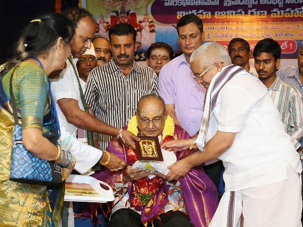 Sculptor Of Adibhatla's Statue Felicitated