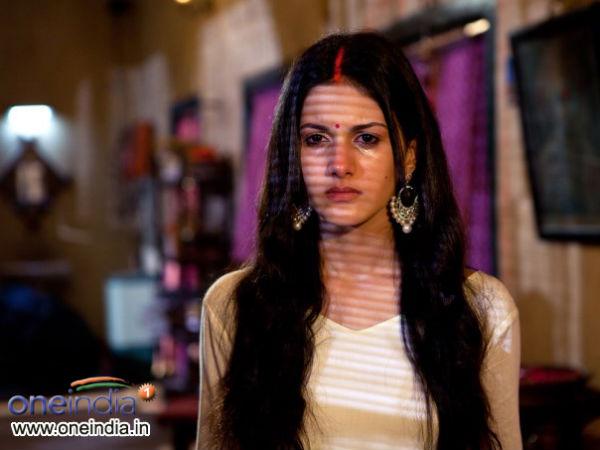 Anegan | Dhanush | Amyra Dastur - Filmibeat