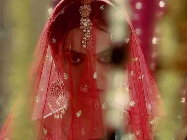 Zoya Becomes A Bride In A Wrong Place