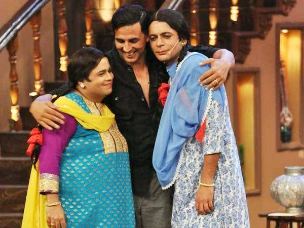 Akshay With Gutthi And Friend