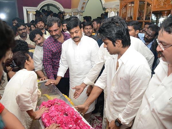 Photos Srihari S Body Brought To Hyderabad Celebs Pay