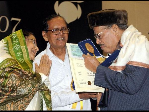 Manna Dey Honoured