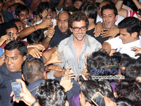 Hrithik Interacting With Fans