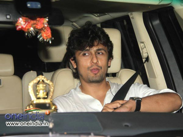 Sonu Nigam At Sachin Tendulkar's Farewell Bash