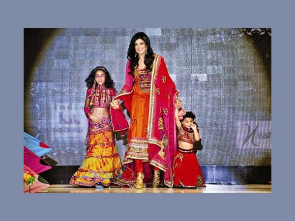 Sushmita With Daughters At A Fashion Show