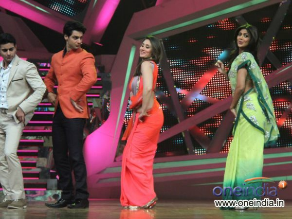 Kareena With Hosts