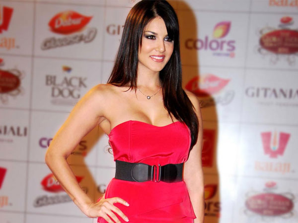 Sunny Leone Gets A Ticket To Kollywood