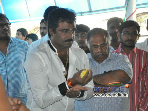 Venkatesh Offers Flowers To Lord